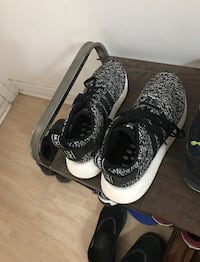 Adidas nmd r2 size 8.5 Mississauga, L5M 4K5