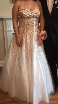 White and gold ball gown prom dress (size 16) Muncie, 47304