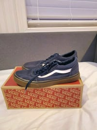 Blue and white Van's size 10.5 with replacement box