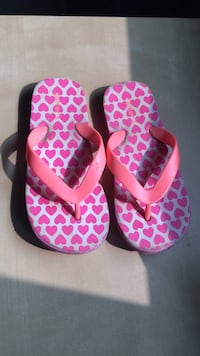 pink-and-white Nike slide sandals Oakville, L6M 2A1