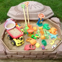 STEP2 NATURALLY PLAYFUL SANDBOX with SAND & TOYS