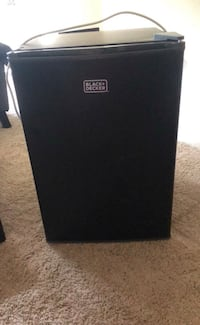 barely used mini fridge- black and decker Baltimore, 21207