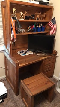 brown wooden single pedestal desk Alexandria, 22310
