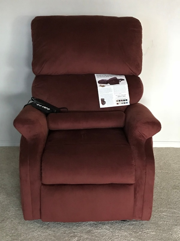 Electronic recliner/maroon/new chair/recommended by AARP