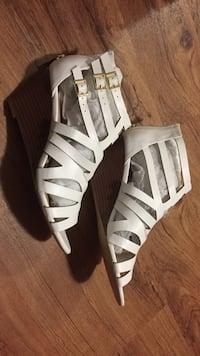 Size 10 White open toe wedge sandal shoes