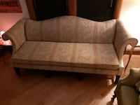 Lovely antique couch and chair  537 km