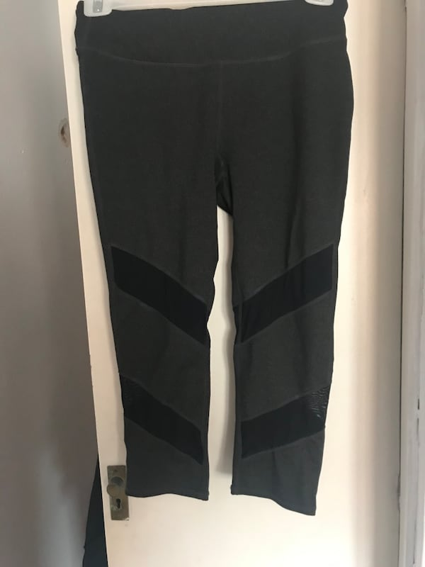 Fabletics capri leggings f0a4f662-0dd8-410f-928a-ea82c7cd5e0b