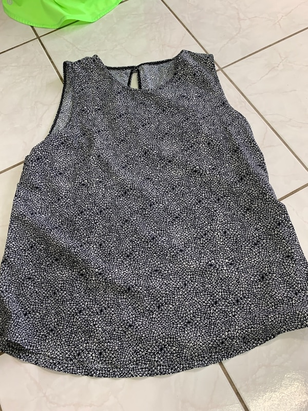 Tank top lululemon size 6,8,10, ($12 each ) 1