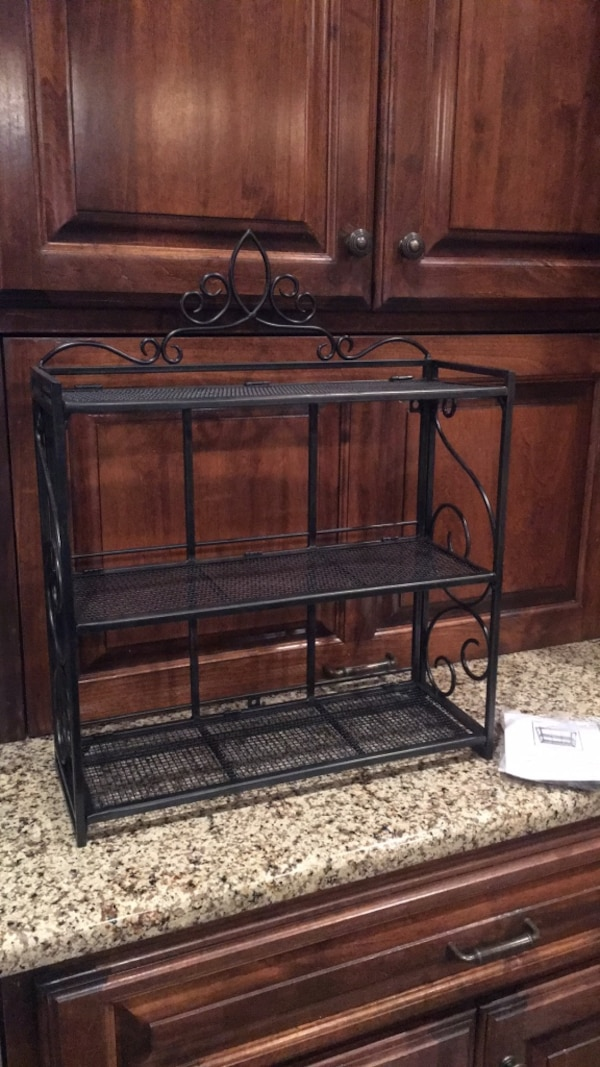 Southern LIving 3-tiered shelf