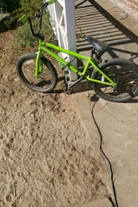 Dirtbike literally new no time to ride going to school