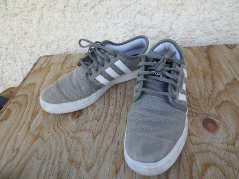 Adidas Classic Old School Canvas Low Cut Sneakers - Size 9.5 22a530ac-ee7b-485a-9bb5-c58d62e957bf