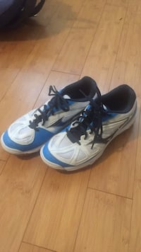 Volleyball court shoes worn once and in very good condition. Size 7.5 , V9T