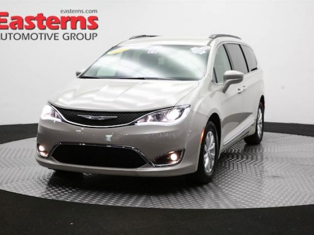 Used, silver Chrysler Pacifica minivan for sale  Sterling