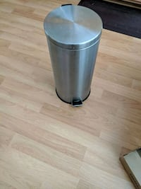 30L Stainless Steel Trash Can with liner
