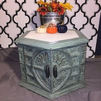 Vintage Shabby Chic End Table Pittsburgh, 15214