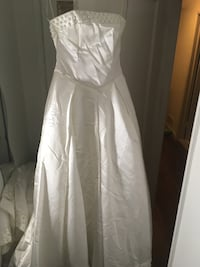 Wedding dress with removable train Hyattsville, 20783