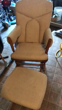 Fauteuil coulissant et pouf  Comfort Gliding chair with foot rest.