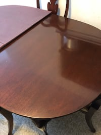 Oval brown wooden dining table Alexandria, 22309