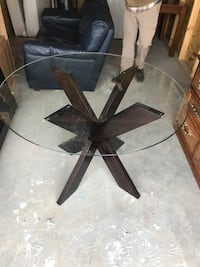 Circular glass table WILL DELIVER