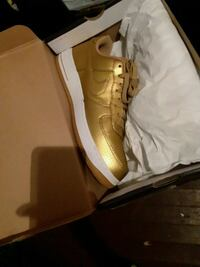 pair of brown Nike basketball shoes Houston, 77004