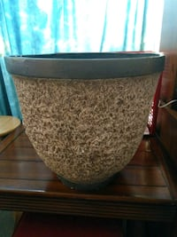 Large brown and white ceramic planter Toronto, M4B 1A8