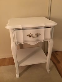 End table/ night stand (white/ chalk finish) Old Bridge, 08857