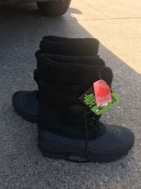 pair of black leather boots Windsor, N8W 3C3
