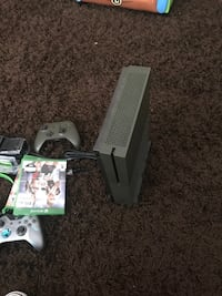 Xbox 360 console with controller and game cases Decatur, 30032