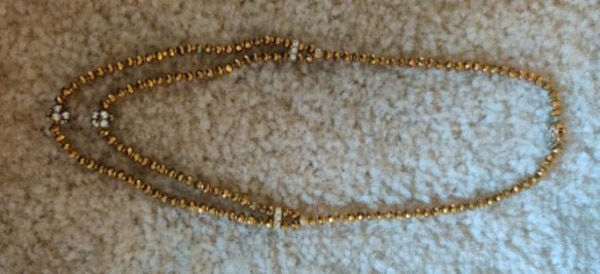 Crystal neck set two line neckless...... Crystal balls and gold balls. 7befd5f3-877a-4e5f-ac0c-65745a3db065