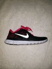 Womens Nike runners in black size 7.5 Toronto, M5H