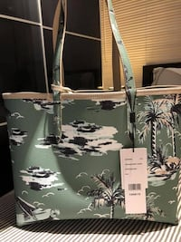 Lacoste Women's Anna Reversible Tote Bag Color: Feather Gray Hawaiian Markham, L3P