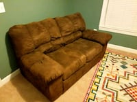 Rich brown love seat Charleston, 29414