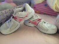 Pair of white-and-pink nike running shoes Manito, 61546