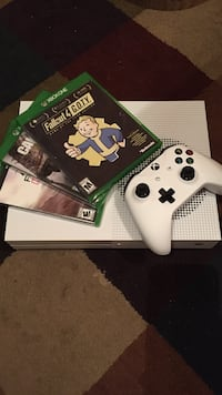 White xbox one console with controller and game cases Larose, 70373