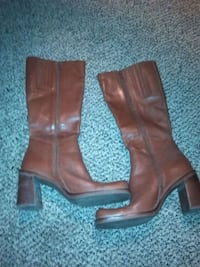 Boots size 8
