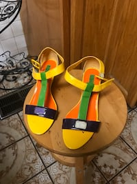 Pair of women's yellow-and-brown leather sandals Glendale, 91203