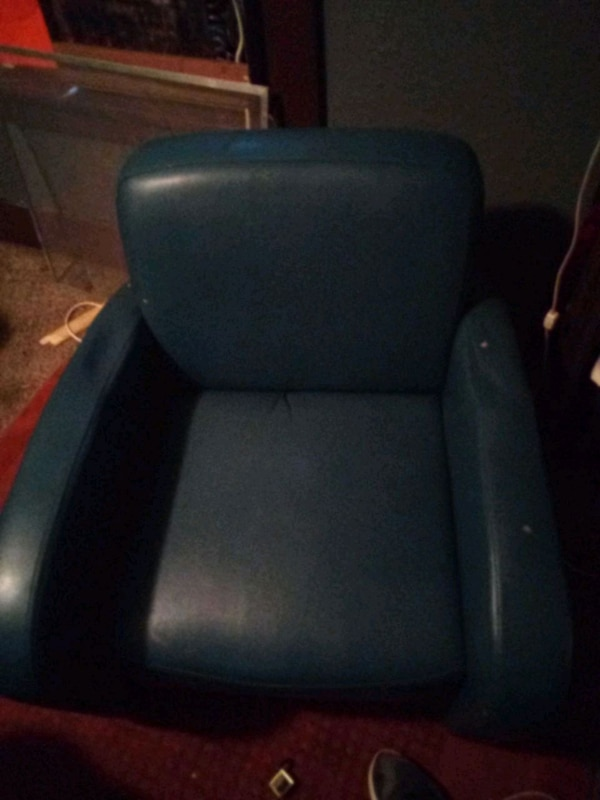 Blueand gray leather office rolling chair b9b557ed-ab9d-4442-9604-604bfd82129b
