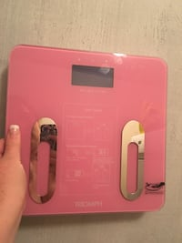 pink Triomph digital weighing scale
