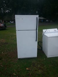 Nice fridge made bye Frigidaire great condition Sweet Home, 97386