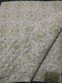 Full size quilted comforter and 2 sheet sets