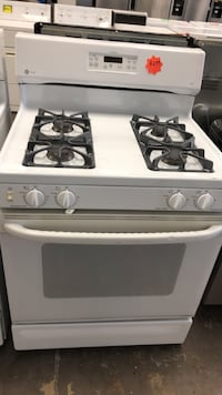 GE gas Stove working perfectly four months warranty