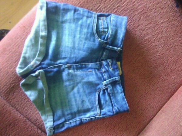 blue denim short shorts captura de pantalla