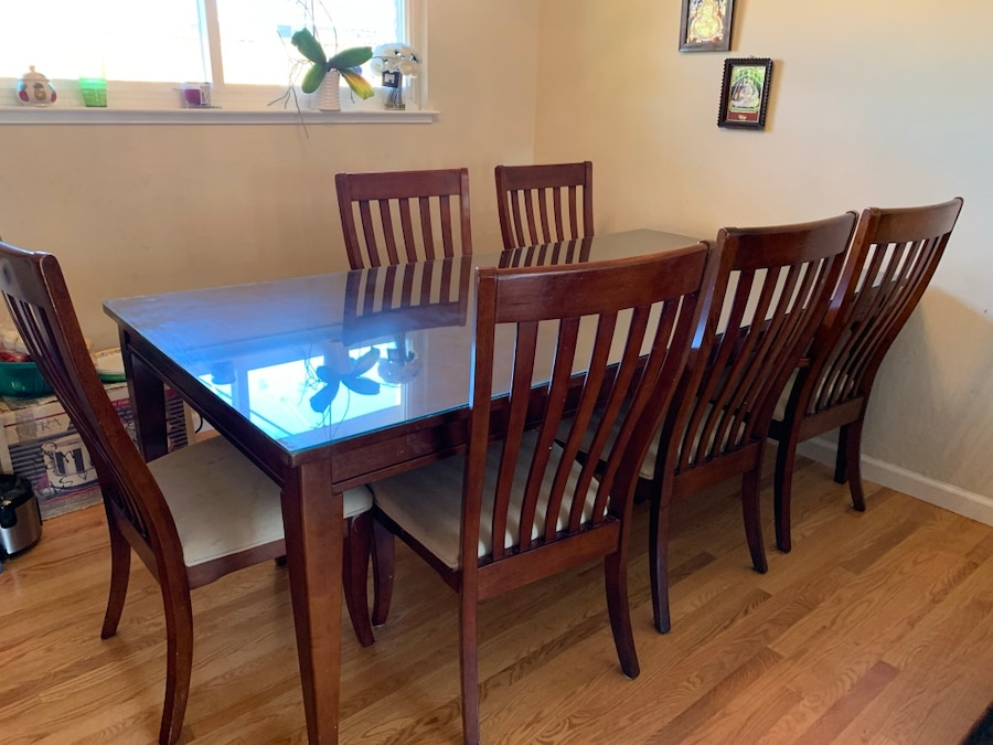Woodwn Dining Table With Glass Top And Six Chairs