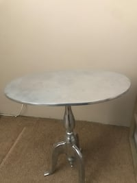 Silver table Calgary, T2P 3T5