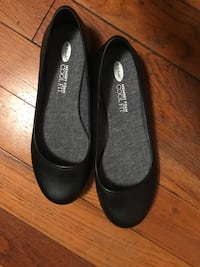 Dr. Scholls black flats - new Arlington