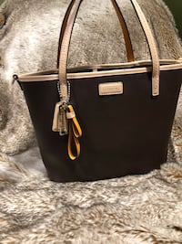 Coach bag dark Brown with Orange accents Delta, V4C 4N6