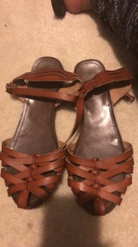 pair of brown leather open-toe strappy sandals Hardeeville, 29927