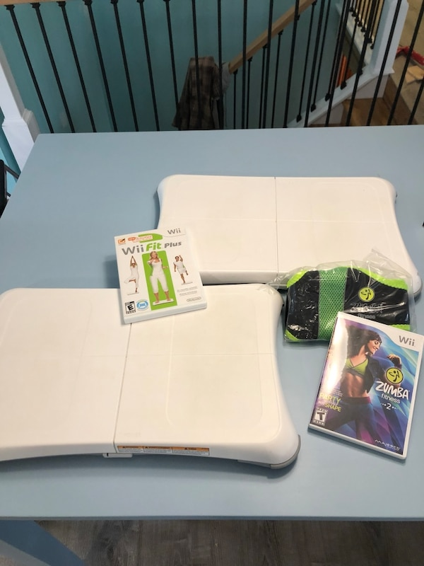 Wii balance boards, Wii fit plus, Zumba fitness 2 ea5c15cf-439c-4901-98a0-a6801c0d54b5