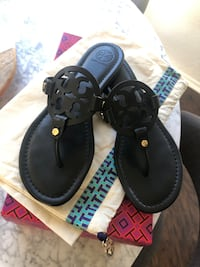 Tory Burch Miller Medallion Leather Flat Thong size 8.5