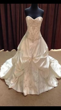 Women's white wedding gown Vaughan, L4L 5B6